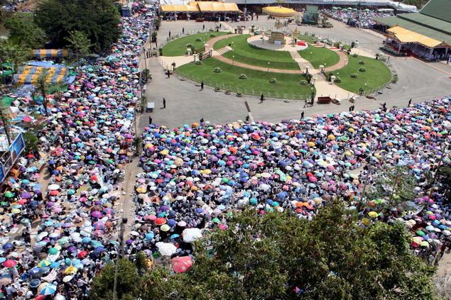 Padatnya umat di Vihara Pa Ban Tat