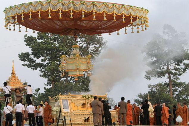 Proses kremasi jasad Luang ta Maha Bua dimulai