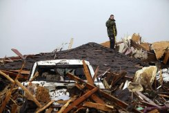 Rescuers dig for life after US tornado kills 24