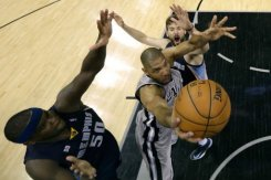 Spurs hold off Grizzlies to stretch NBA lead