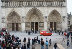 French far-right pays tribute to Notre Dame suicide