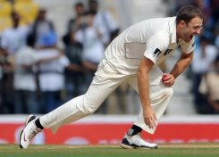 Vettori out of second Test against England