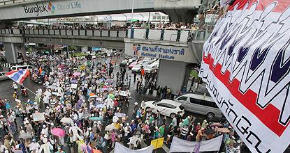 White masks rally goes international