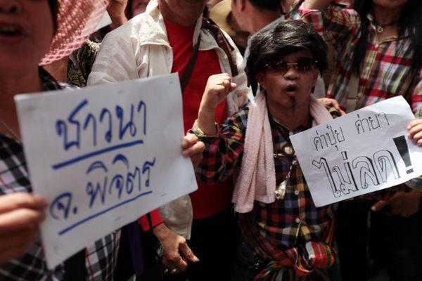 Thaksin tries to placate rice farmers