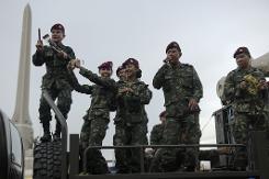Thai forces curb anti-coup flashmobs