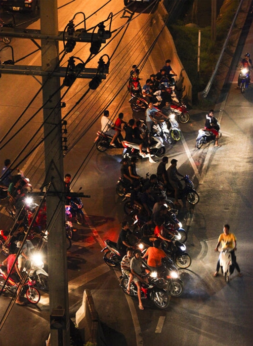 Young Motorcyclists Get Ready For Action On Vibhavadi Rangsit Road Despite Police Threats Of An Imminent Crackdown Photos By Patipat Janthong