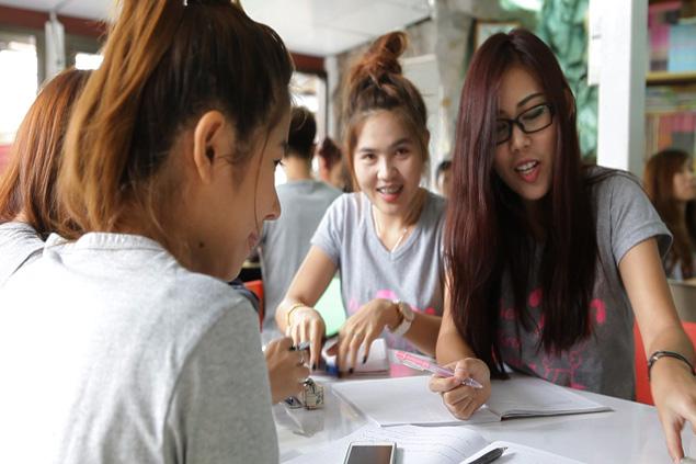 Migrants learn Thai