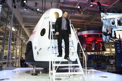 Internet moguls shake up space race