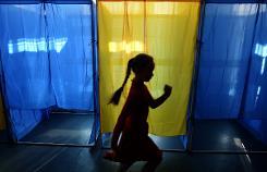 War-scarred Ukraine votes for pro-Western future