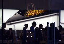 China web users laud Apple boss for coming out