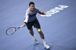 Federer derailed as Raonic keeps London bid alive