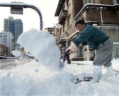 Snowstorms shut down Japan, 3 dead
