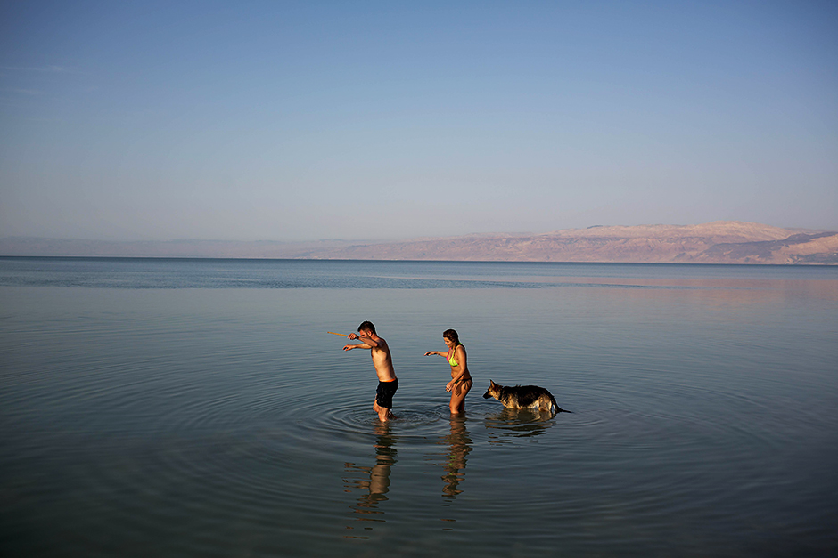 Israelis enjoy the Dead Sea . Thousands of Israelis spent the day outdoors, picnicking and touring the country during the eight-day Passover holiday, which commemorates the Israelites' exodus from Egypt some 3,500 years ago.