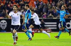 Valencia down Sevilla to move into fourth