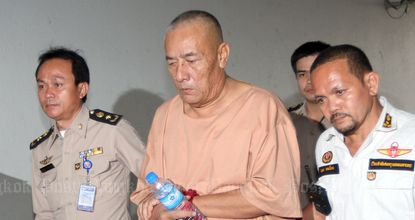 Pol Lt Gen Pongpat is escorted to Bangkok's Criminal Court  on Jan 30, 2015. (Photo by Apichart Jinakul)