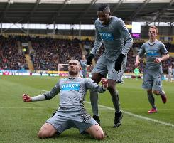 Newcastle sink Hull to end Carver's wait for first win