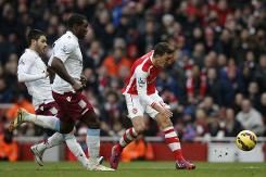 Arsenal close on top four as Southampton slip