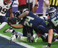 Pats, Seahawks level 14-14 at Super Bowl halftime