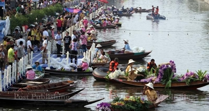 Bangkok's temporary floating market (UPDATED)