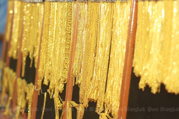 Gold climbs as China demand picks up