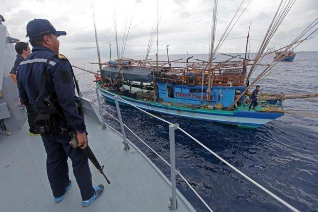 Activists rap government's illegal trawler move