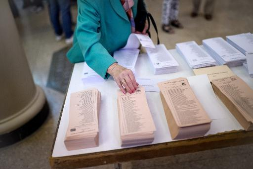 Exit polls give 'Indignados' possible lead in Madrid, Barcelona