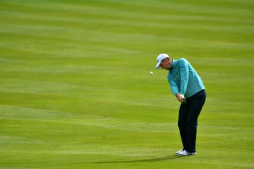Rose defends National crown on different course