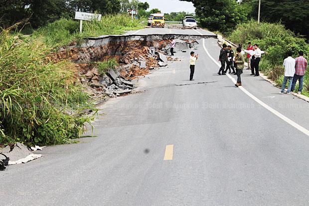 Ayutthaya highway closed after collapse | Bangkok Post: news