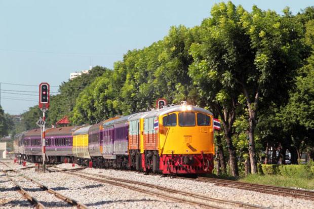 Somkid emphasizes east-west railways