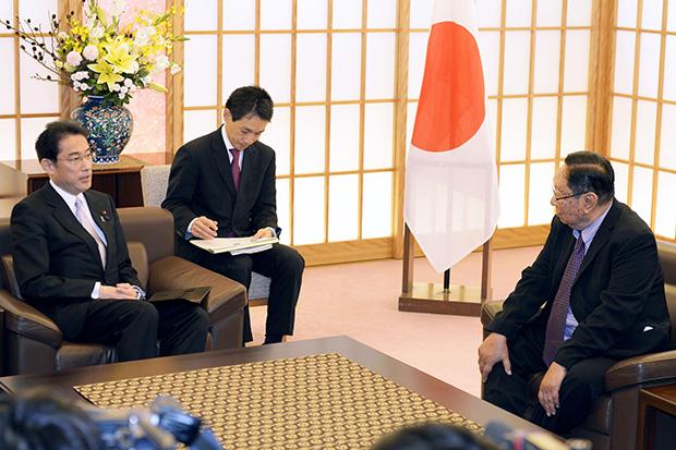 Japan seeks early Suu Kyi visit after election win