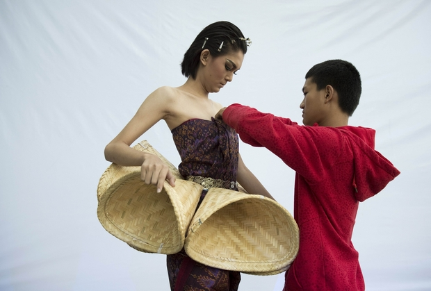 Teen designer from Isan takes on prejudice