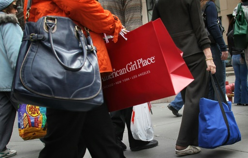 US retail sales edge higher in January