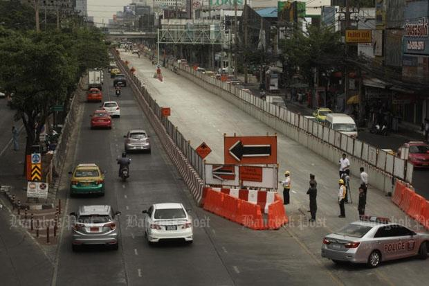Portions of Phahon Yothin Road are closed for construction of Bangkok's Green Line railway. (Photo by Pornprom Satrabhaya)