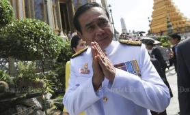 Prayut's heart of gold plated amulets