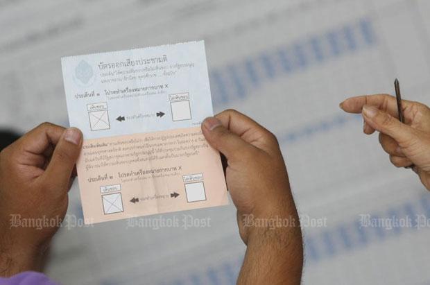 Thai regulator backs sim card plan to track tourists