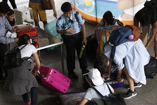 Spokesman: Thai police 'know who was behind' tourist town blasts