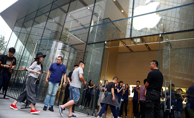 Smaller crowds for latest iPhone launch