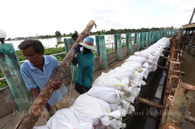 Ayutthaya flooding 'likely to worsen', Pathum Thani next (UPDATED)