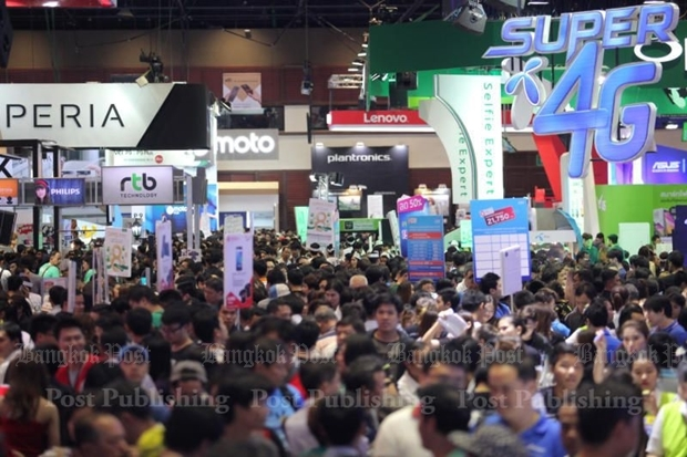 Price war at Mobile Expo keeps consumers smiling