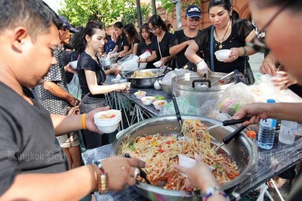 Volunteers serving food at Sanam Luang