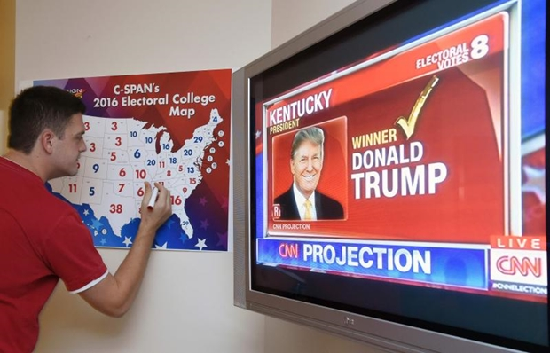 Jake Krupa Colours In An Electoral Map As States Are Projected For Republican Presidential Candidate Donald Trump Or Democratic Presidential Candidate