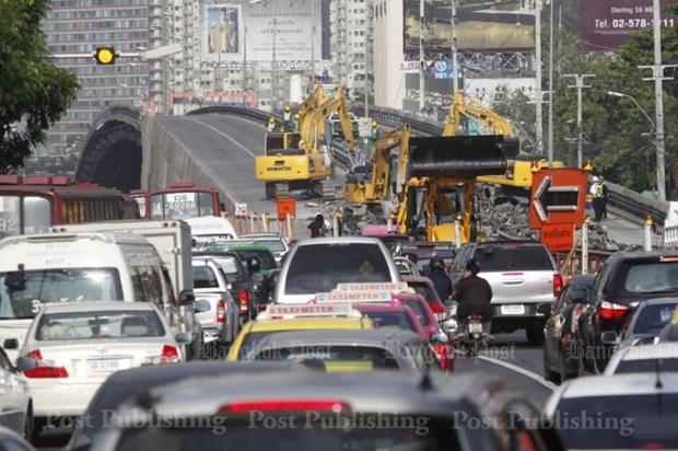 Demolition of Ratchayothin flyover begins