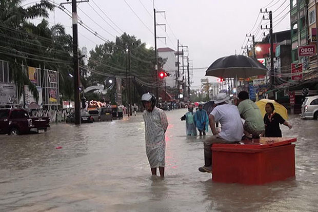Floods kill more than 20 in southern region