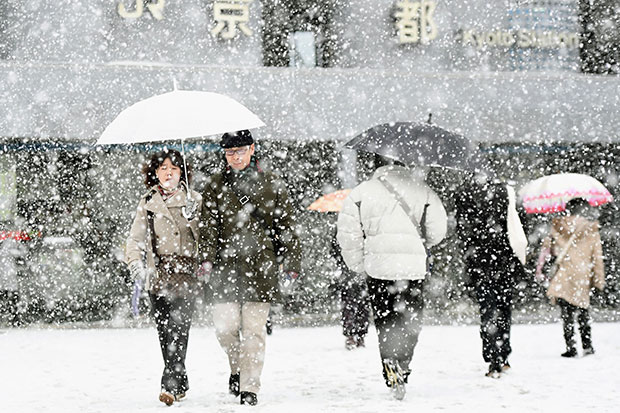 Heavy snowfall hits Japan, coldest day in much of country