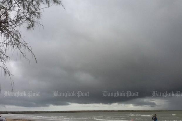 Fishing boat sunk by storm off Chumphon, 7 missing | Bangkok Post: news