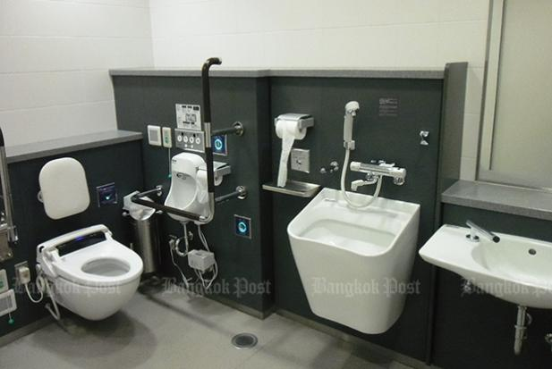 High-tech Japanese toilets to be more foreigner friendly   Bangkok Post: news