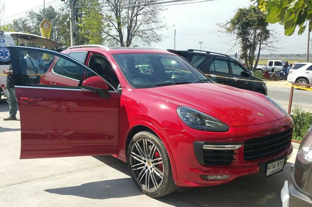 The victim's red Porsche Cayenne GTS is cordoned off by police take in Bang Lamung district, Chon Buri, on Tuesday. (Photo by Trinai Jansrichon)