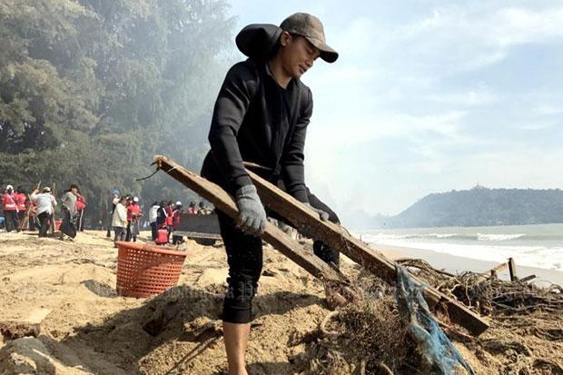 Bang Saphan beach cleanup gets action star help from Tony Jaa
