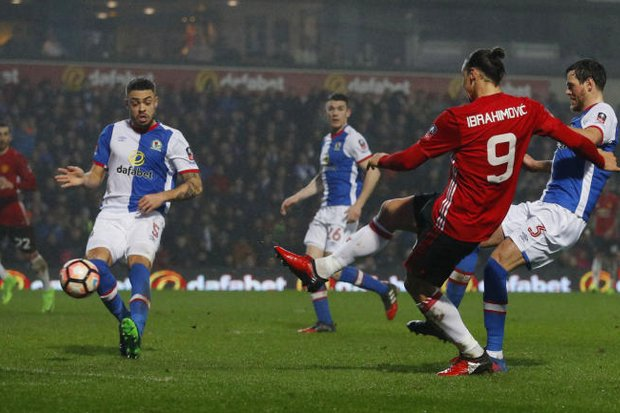 FA Cup: Spurs stroll, Man United squeak through