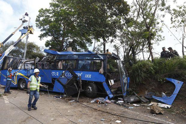 14 students killed in bus crash in Philippines | Bangkok Post: news